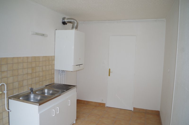 APPARTEMENT RENOVE , 3 CHAMBRES, GARAGE